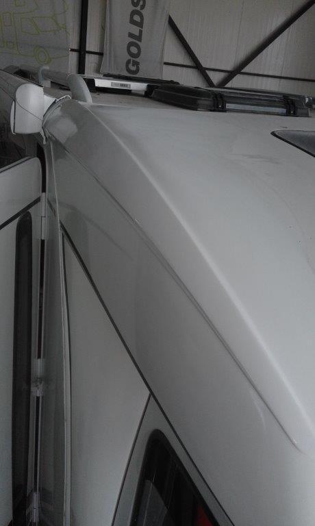 Επιδιόρθωση πολυεστερικών σε αυτοκινούμενο