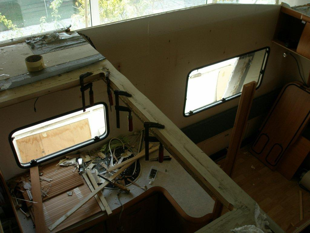 Επισκευή οροφής αυτοκινούμενου episkeuh orofhs autokinoumenou